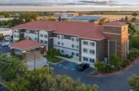 La Quinta Inn & Suites Visalia Image