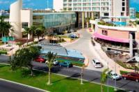 Krystal Urban Cancún-Malecón Image