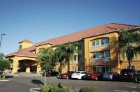 La Quinta Inn & Suites Fowler Image
