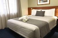 Ventura Inn & Suites Hamilton Image