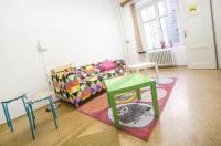 Dizzy Daisy Hostel Image