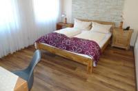 Hotel & Weinstube Restaurant Filling Image