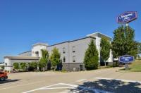 Hampton Inn Kansas City-Near Worlds Of Fun Image