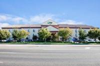 Holiday Inn Express & Suites Clovis Fresno Area Image