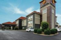 La Quinta Inn & Suites Bowling Green Image