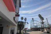 Carousel Beach Inn Image