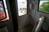 Dd Hut Hostel Image