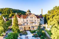 Hotel Badehof Image