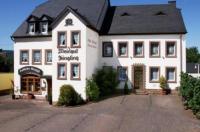 Gästehaus Weingut - Fröhliches Weinfass Image