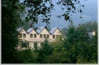Lynhams Hotel Image