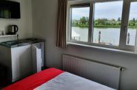 Hotel Restaurant Lakeside Image