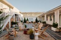 Daunts Albatross Motel Image