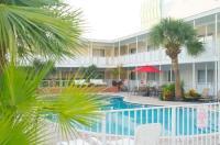 Collins Hotel Image
