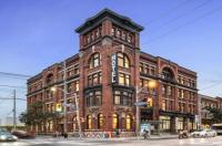 Gladstone Hotel Image