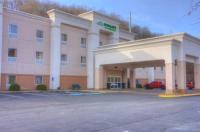 Hampton Inn Steubenville Image