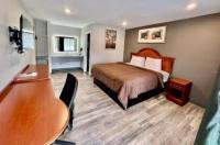 Ozark Inn & Suites Image