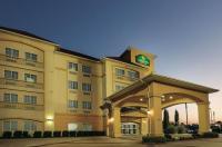 La Quinta Inn & Suites Dallas Hutchins Image