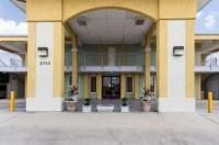 Econo Lodge Inn & Suites Downtown Northeast Image