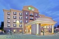 Holiday Inn Express Hotel & Suites Lynnwood Image