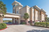 La Quinta Inn & Suites Mathis Image