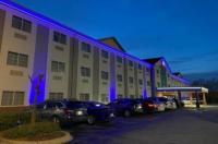La Quinta Inn & Suites Louisville Airport & Expo Image