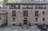 Hotel Los Leones Image