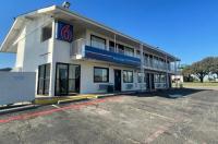 Motel 6 Denton Image