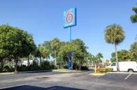 Motel 6 Lantana Image