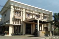 Hotel Cepu Indah 1 Image