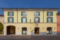 Hotel Gambara Image
