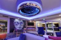 La Quinta Inn & Suites Dallas Love Field Image