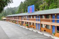 Motel 6 Gold Beach Image
