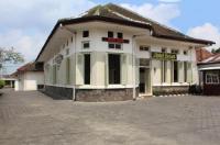 Hotel Besar Image