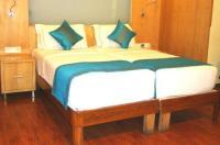 Hotel Emarald Image