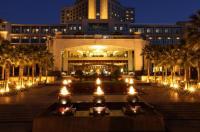 Zhongwei Green Lake Hotel Kunming Image