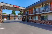 Econo Lodge & Suites Image