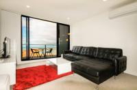 Amazing Waterfront Apartment Image