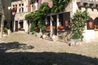 Hostellerie du Vieux Pérouges Image