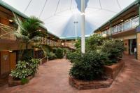 Mayfair Plaza Motel Image