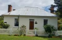 Cottage on Gunning Image