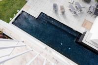 Pateo Lisbon Lounge Suites Image