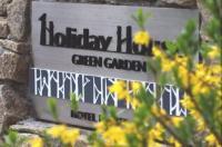 Holiday House Green Garden Image