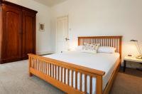 Veeve  2 Bed House Hazeldene Road Chiswick Image