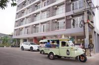 Chompu Nakarin Apartment Image