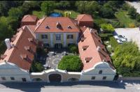 Gombás Kúria Mansion B&B Image