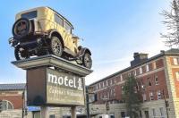 Capone's Hideaway Motel Image
