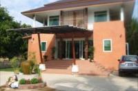 Ban Suan Huan Nan Hotel Image