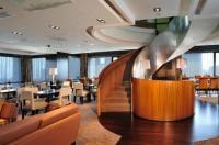 Peninsula Excelsior Hotel Image