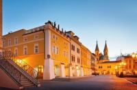 Hotel a hostel U Zlatého kohouta Image