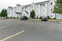 Motel 6 Sycamore Image